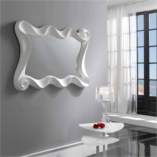 Espejo de pared de ondas decorativo en blanco
